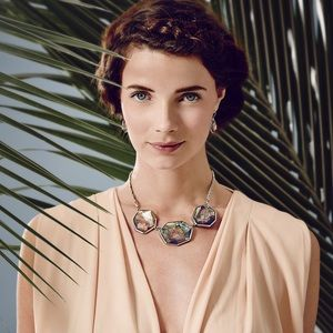 Chloe + Isabel Jewelry - NEW Chloe + Isabel Ocean Lace Statement Necklace